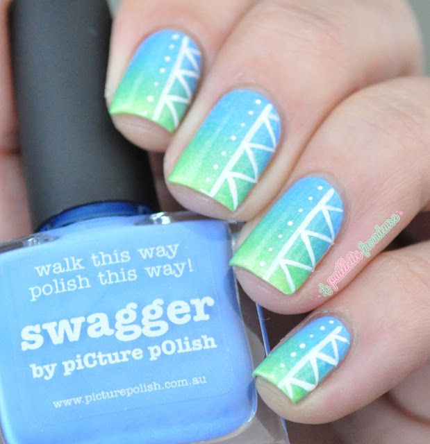 Nailstorming journée mondiale de l'environnement - blue green gradient nails with tribal print nailart