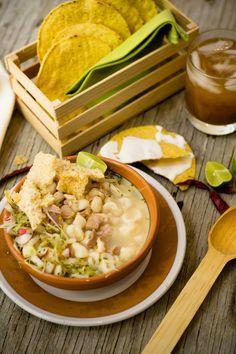 Disfruta de este delicioso pozole blanco de Guerrero y del inigualable sabor de este platillo tipico del estado de Guerrero, acompáñalo con unas tostaditas de maíz y un poco de orégano para acentuar su sabor.
