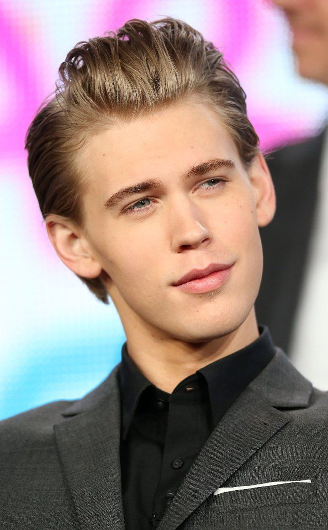 Austin Butler at event of The Carrie Diaries. Sebastian is so hot.
