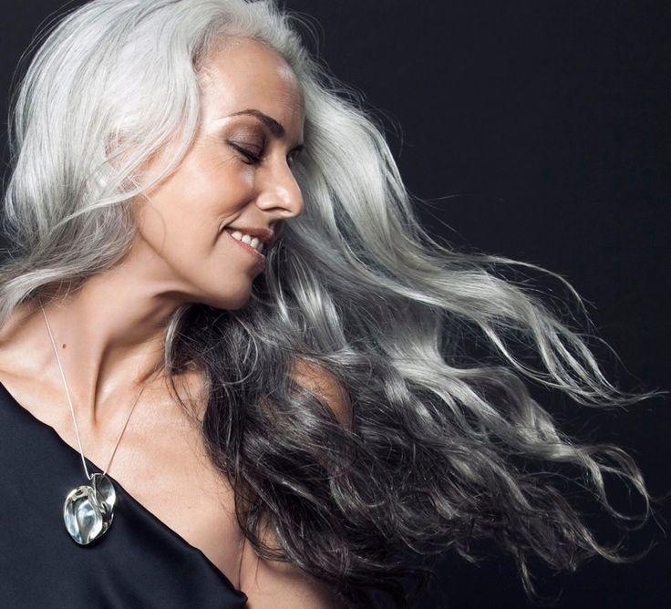 Vackert grått hår - Yasmina Rossi