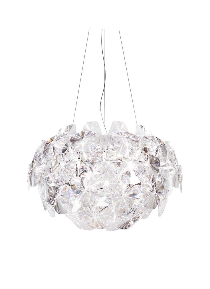 De Luceplan Hope hanglamp medium is gemaakt van metaal en polycarbonaat. De diameter van de lampenkamp is 72 centimeter en de hoogte 54 centimeter. De snoerlengte is verstelbaar tot maximaal 270 centimeter. De hanglamp is te bedienen via een snoer. Deze hanglamp geeft diffuus licht en is om die reden goed te gebruiken als sfeerverlichting. Zoals eerder gezegd is de hoogte van deze hanglamp verstelbaar, maar de lamp zelf is niet draaibaar. De Luceplan Hope hanglamp medium is niet geschikt…