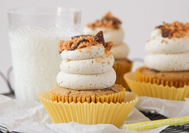 Butterfinger Cupcakes | Food Fanatic