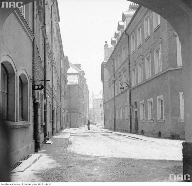 Ulica Krzywe Koło w kierunku ul. Kamienne Schodki na Starym Mieście w Warszawie, 1973-01-25.