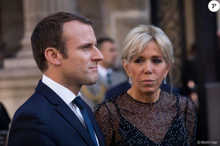 Le Président de la République Française, Emmanuel Macron et sa femme la Première dame Brigitte Macron (Trogneux) accueillent le président de la République de Colombie Juan Manuel Santos et sa femme la Première dame Clemencia Rodriguez au Palais de L'Elysée à Paris, France, le 21 juin 2017.