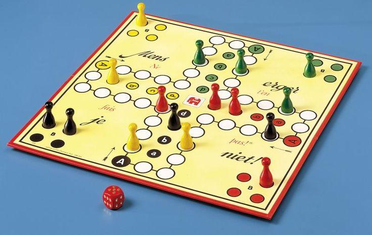 bordspel: 'mens erger je niet', viel totaal uit elkaar..zó vaak gebruikt! En heb 'm nog!