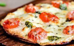 Pizza light de frigideira com massa de tapioca