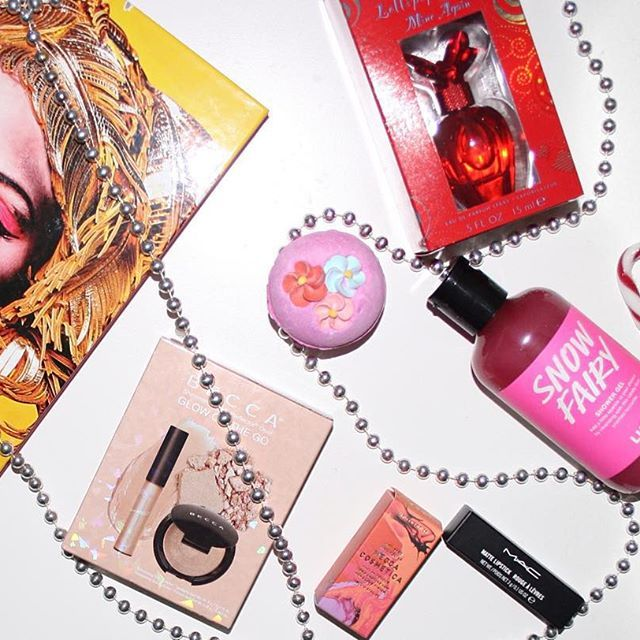 Some of my xmas presents!  new blog post up showing what I got! http://pinklemonadeandmakeup.blogspot.com.au/2015/12/my-christmas-gifts.html  #makeup #beauty #christmas #lush #lushcosmetics #lushbathbomb #instamakeup #snowfairy #perfume #mariahcarey #mac #macau #macmakeup #maclipstick #maccosmetics #mecca #instabeautyau #becca #beccacosmetics #beccahighlighter #beccaopal #makeupbook #instabeauty #blog #beautyblog #bblog #beautyblogau #bblogau #bblogger #bbloggerau