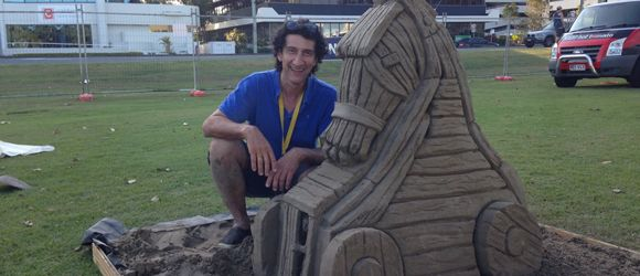 This Christmas, forget snowmen; sand sculptures are a much more Australian way to celebrate! The Greek Club is hosting sand sculptor Peter Papamanolis, who will be live sculpting a nativity scene. Head over to the magazine for all the details http://www.westendmagazine.com/greek-club-sand-sculptor/