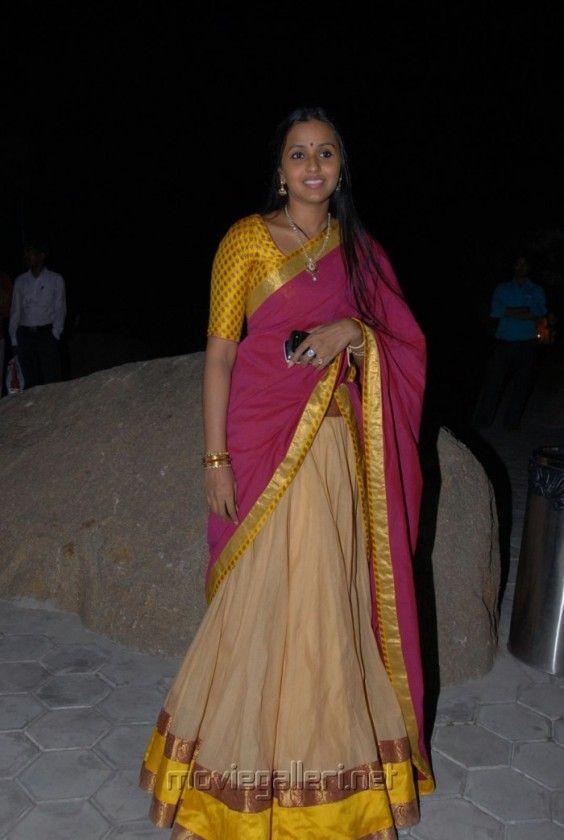 pop_singer_smitha_silk_saree_stills_9462