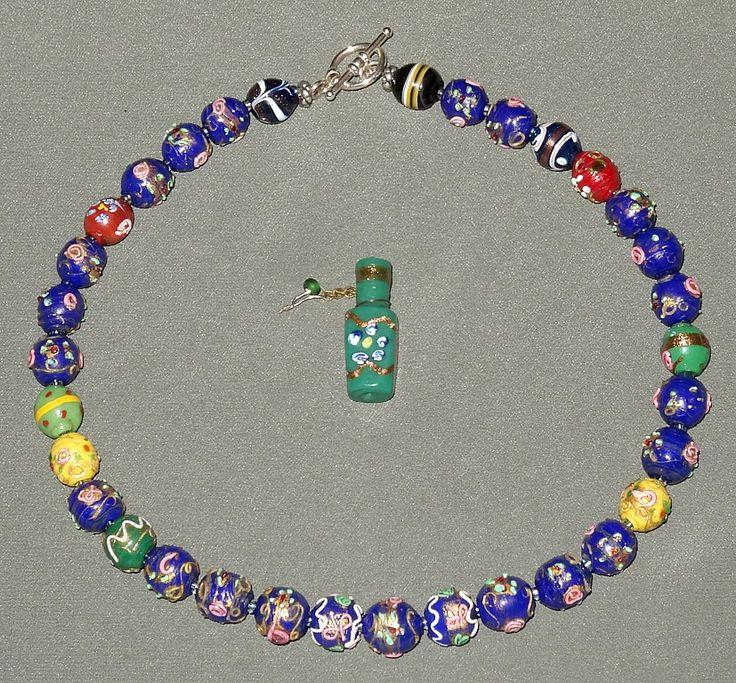 Исключительная низка из антикварных  венецианских бусин, выполненных в технике lampwork и fiorata; миниатюрная парфюмерная бутылочка (техника fiorata). Происхождение бусин - венецианские антикварные магазины, Африка (Africantrade).
