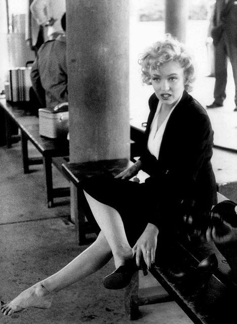 Marilyn on the set of Niagara, 1952.