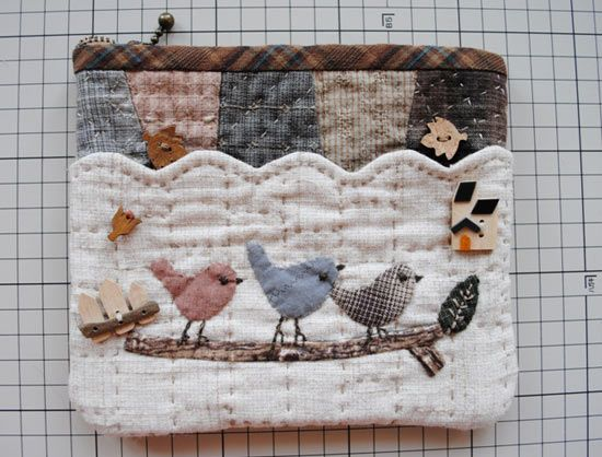 a lovely little purse instructions are not in english but the photos show how its done                                                                                                                                                                                 Mehr