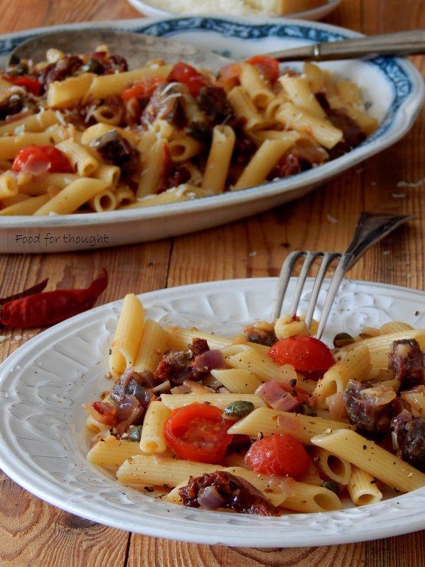Food for thought: Πένες με ντοματίνια, κάπαρη και σουτζούκι