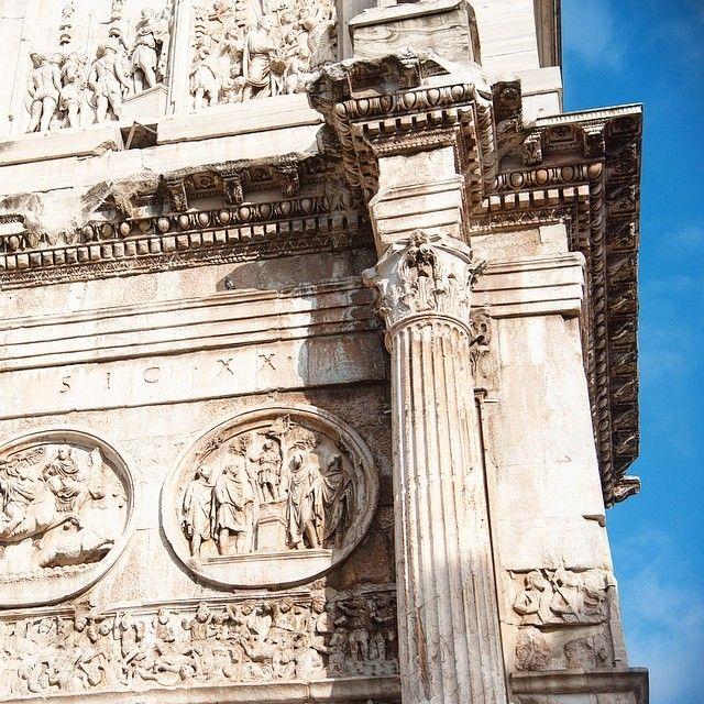 Rome Italie. Good morning Rome! Ton chaud soleil nous a manqué. Et que dire de l'unicité de tes monuments. Ah oui et ta bouffe exceptionnelle tes succulentes pizzas et ton bon vin. L'aventure italienne commence bien! -- La suite de notre voyage avec Keekoh en Italie à suivre sur http://ift.tt/1ALo9cT -- #detourlocal #beautifulday #goodmorning #italy #rome #instagram #instafollow #instatravel #roma #liveauthentic #letsgosomewhere #whateveryouradventure #photooftheday #buildings #smileeveryday…