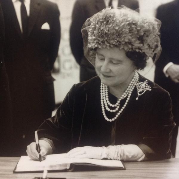покойная королева-мать Елизавета ( мать нынешней королевы).