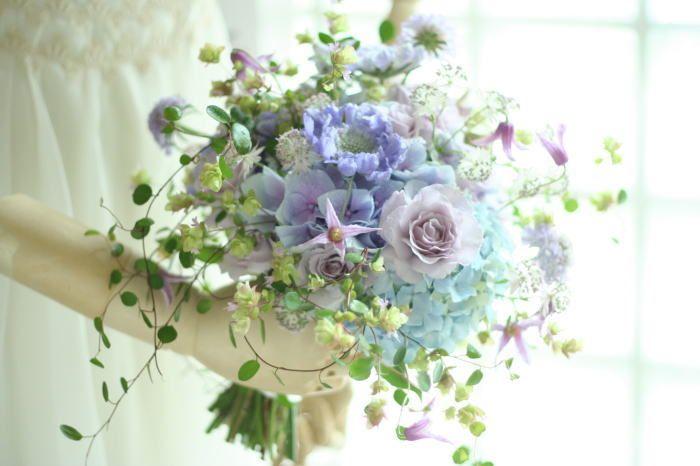 エントランス、門柱の装花 初夏の青 ラ・ブラスリー様へ : 一会 ウエディングの花