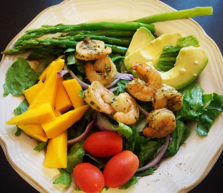 Chimichurri Shrimp Mango & Avocado Salad (with garlic lemon vinaigrette dressing) #tonightsdinner #nofilter #homemade #yummy #veggie #topchefs