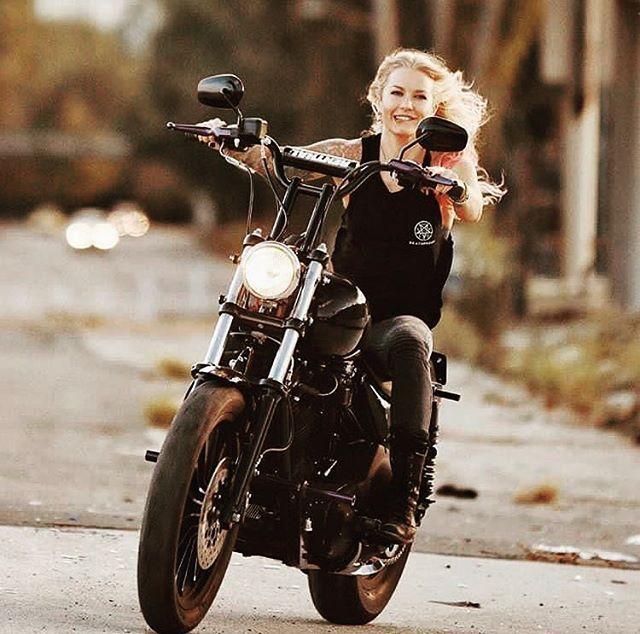Way To Go Harleydavidson Harley Bikers Riders Motorcycle Motorbike Hd Chopper Sportster Dyna Female Motorcycle Riders Motorbike Girl Motorcycle Girl