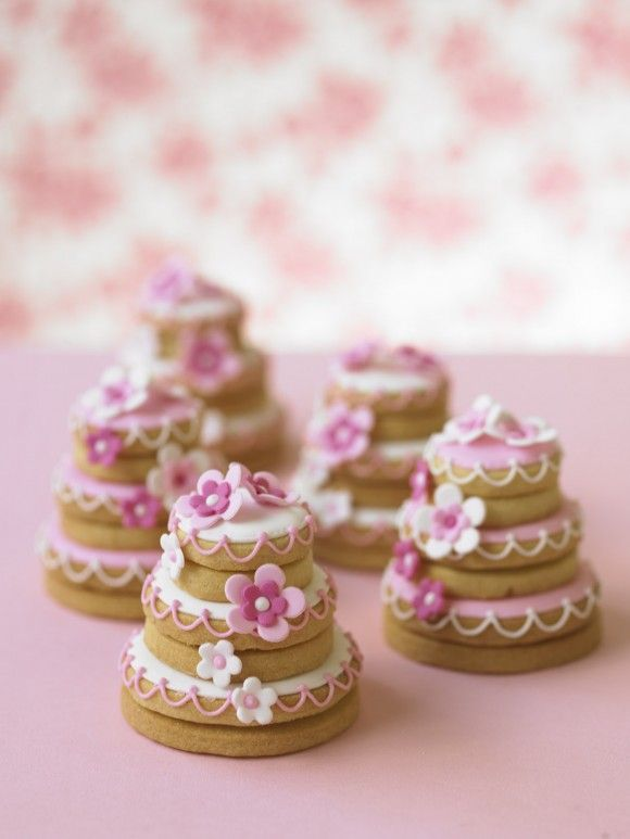 Nice Wedding Cake Cookies With Flowers