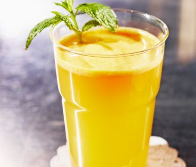 En uppdaterad, alkoholfri screwdriver! Med grapefrukt, mandariner och lime blir den rik på c-vitamin och får en riktigt uppfriskande, lite syrlig smak.