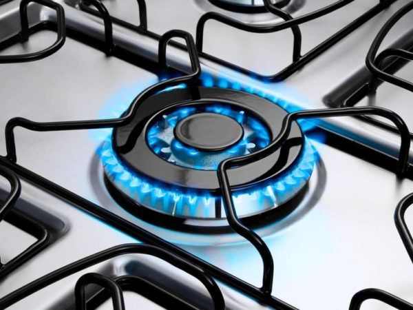 À primeira vista todo fogão parece possuir estruturas idênticas. Mas não é bem assim: dependendo do tipo de gás que você utiliza, as conexões para levá-lo até as bocas e o forno podem variar. Saiba qual a conexão certa para o seu caso. Na...
