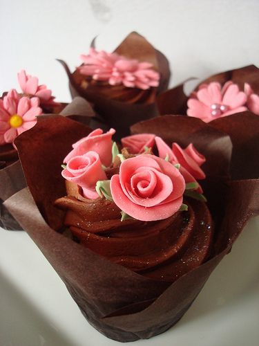 Hand made fondant flowers | via Flickr | Angelina Cupcake