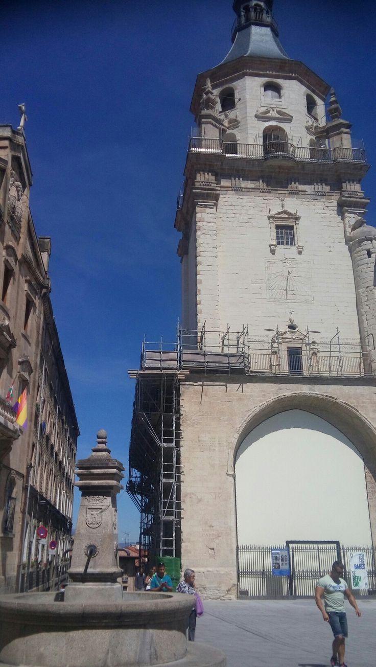 El cielo ha recortado con el azul la catedral de Santa Maria