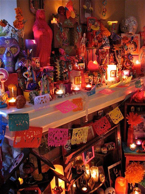 Day of the Dead Altar. Chequen na'mas el colorido folclor mexicano.