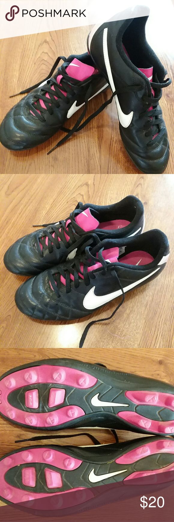Nike youth soccer cleats Gently used Nike youth soccer cleats girls size 5.5 Nike Shoes Athletic Shoes