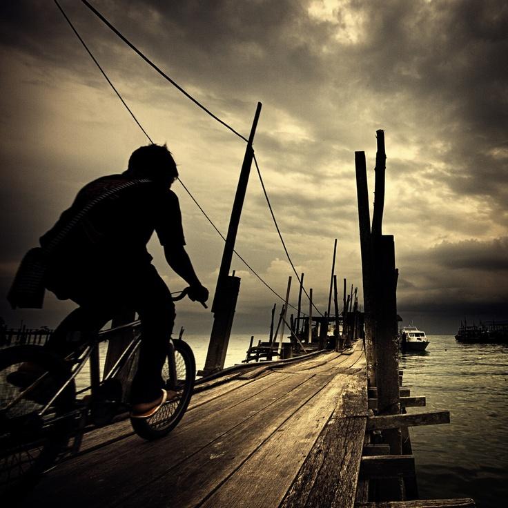 A boy rushing home before a storm in Penang, Malaysia. Michiel de Lange: Colors Photography, Storms, Michiel De, Vie Des, Des Autr, Boys Rush, Lang