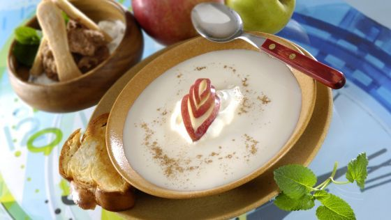 Medová mliečna jablková polievka