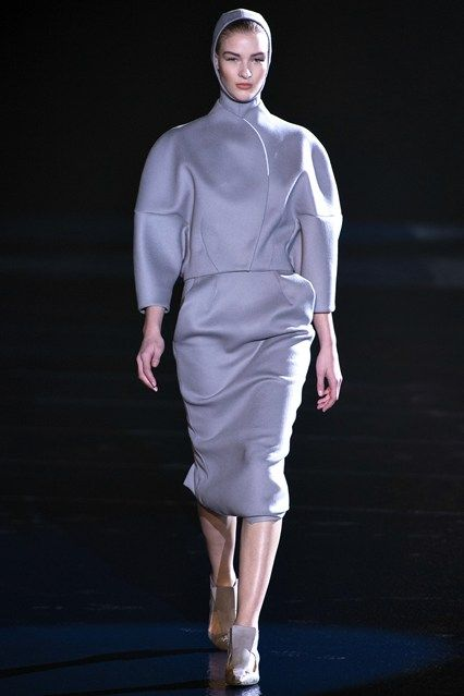 Mugler - www.vogue.co.uk/fashion/autumn-winter-2013/ready-to-wear/mugler/full-length-photos/gallery/944341