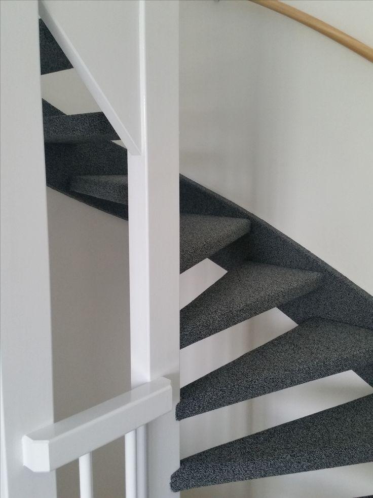 Open trap met zijkanten gestoffeerd met tapijt    tapijt op trappen   Pinterest   Met