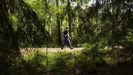 Lähiretkeilijä Tiina Vekama ei harrasta telttavaellusta, mutta lähiretkeily vei sydämen 12 vuotta sitten Torronsuon kansallispuistossa. Kodin lähellä sijaitseva Hämeenlinnan Ahvenisto ei kyllästytä, koska se on erilainen vuoden jokaisena päivänä.