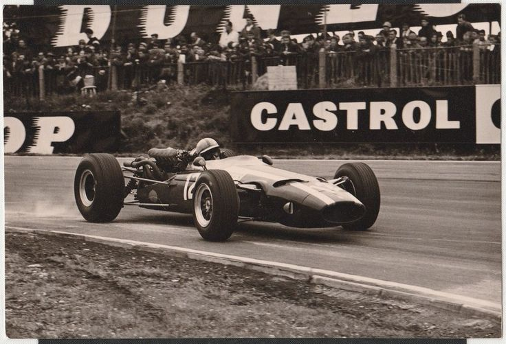 JOHN SURTEES COOPER T81 MASERATI BRANDS HATCH GP 1966 F1 ORIGINAL PHOTOGRAPH