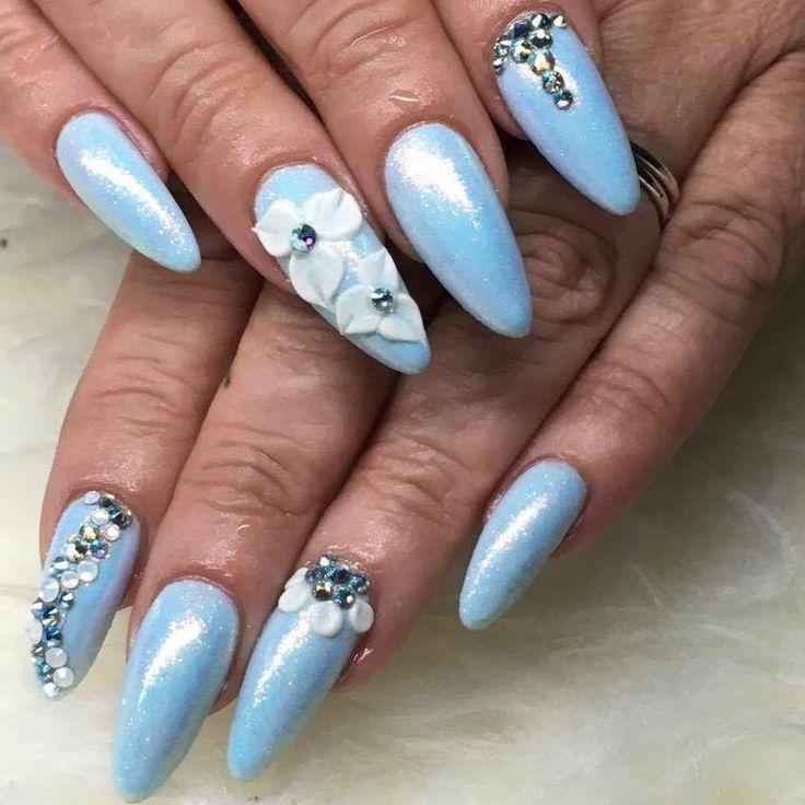 Baby blå pastel Gel polish med lækker Mermaid glimmer.  Baby blue Gel Polish with Mermaid glitter