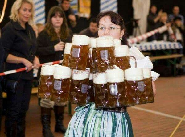 Oktoberfest - Bierzelt Kellnerin