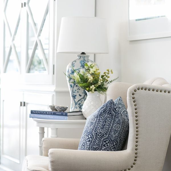 You simply can't go wrong with the classic style of this time-tested look for a dose of traditional appeal with a contemporary twist. We love mixing beautiful Chinoiserie ceramics with florals and a touch of linen to make it all sing