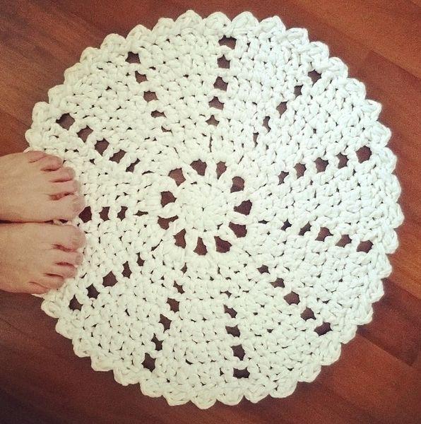 tappeto centrino all'uncinetto di sammer crochet su DaWanda.com