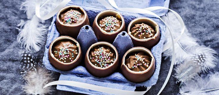 Suklaamoussella täytetyt suklaamunat eli töhnämunat ovat pääsiäisen makea herkku. N. 1,30€/annos*.