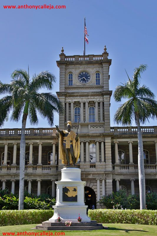 HDR photography of King Kamehameha statue in front of the Hawaii Supreme Court Building, Honolulu, Oahu, Hawaii