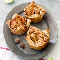 The cheater way to bake an apple pie thanks to frozen puff pastry: Cheater Baked Apple Cuplettes