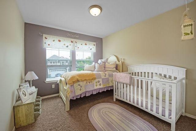 Lit Bebe Bois Palette : chambre b?b? en couleurs pastel et un lit de b?b? en bois blanc
