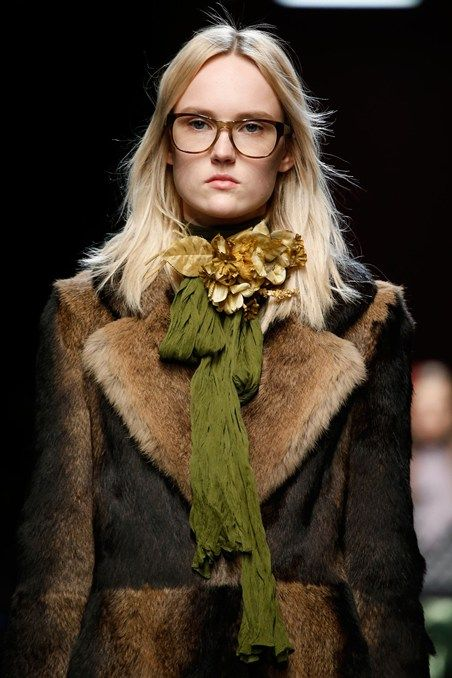 Gucci A/W 2015 more brooches and collar-based