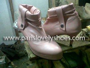 Selain menjual sepatu dengan model yang telah tersedia kamipun menerima pembuatan sepatu wanita dengan model dari anda sendiri.Untuk keterangan lebih lanjut dapat menghubungi Anni (PIN BB 233FD7A2,HP 081572985289,Yahoo Messenger annieffendi@yahoo.com) dari jam 10.00 s/d jam 18.00,Lie Mey Yung (PIN BB 32A6E0BD,HP 02295555022,Yahoo Messenger mey_yung73@yahoo.com) dari jam 18.00 s/d jam 20.00