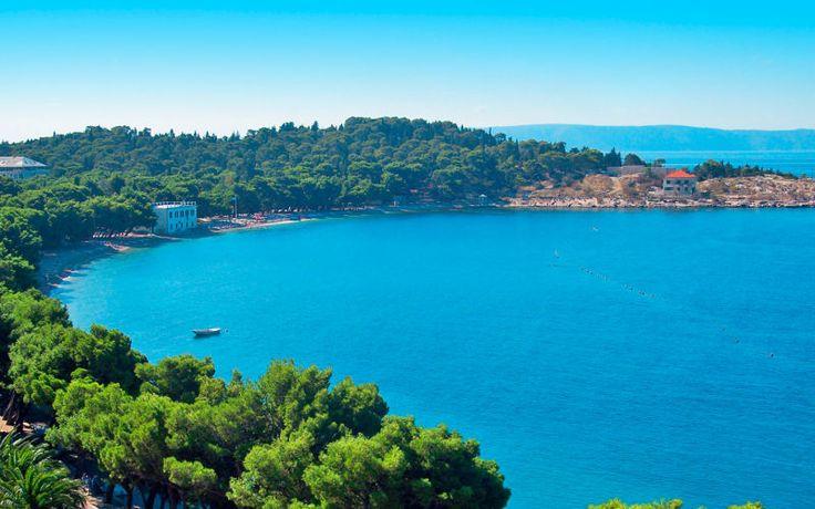 Du finder mange smukke badebugter i Kroatien. Du kan læse mere om Kroatien her: www.apollorejser.dk/rejser/europa/kroatien