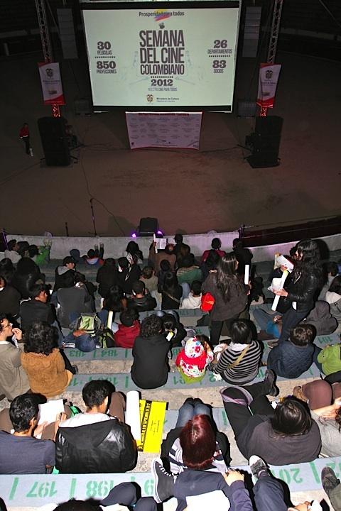 El público viviendo La SantaMaría. Crédito Miltón Ramírez @FOTOMILTON/ MinCultura 2012