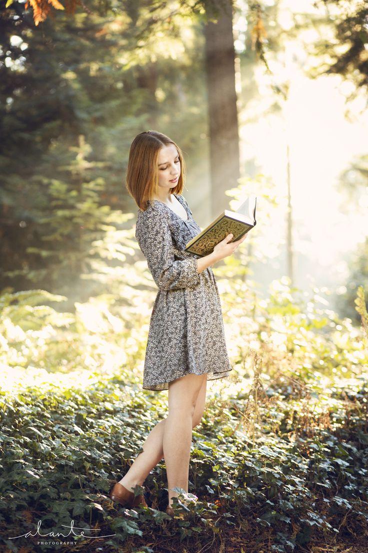Whimsical High School Senior Photos for Book Lovers | Alante Photography Blog