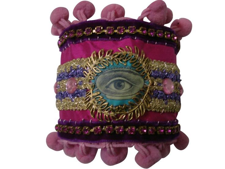 *bracelet*