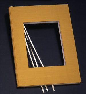 Vincenzo Agnetti Libro dimenticato a memoria, 1970 Libro con copertina in tela cm 70 x 100 Collezione privata